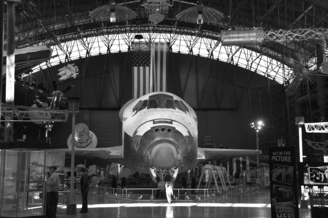 Space Shuttle Discovery B&W